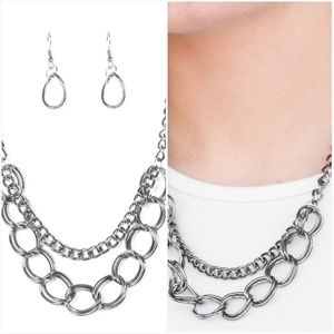 TOP BOSS GUNMETAL NECKLACE/EARRING SET